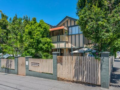 WELL PRESENTED ART DECO APARTMENT IN THE HEART OF NEW FARM