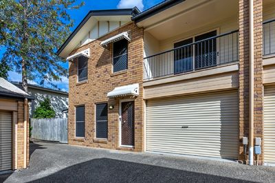 SUPERB SPACIOUS TOWNHOUSE IN EXCELLENT LOCATION!