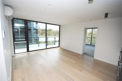 Fantastic Two Bedroom Apartment In The Perfect Location!