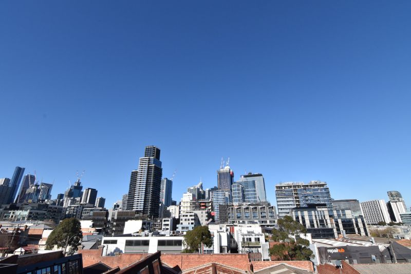 Affordable Two Bedrooms with Carpark in West Melbourne!