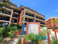 = HOLDING DEPOSIT RECEIVED = SPACIOUS AND MODERN THREE BEDROOM APARTMENT