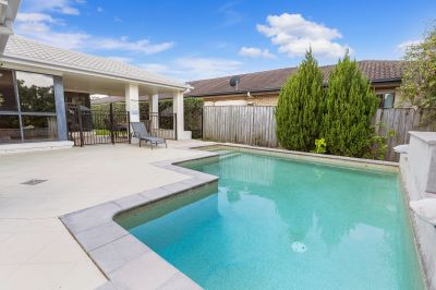 Large family home with swimming pool!