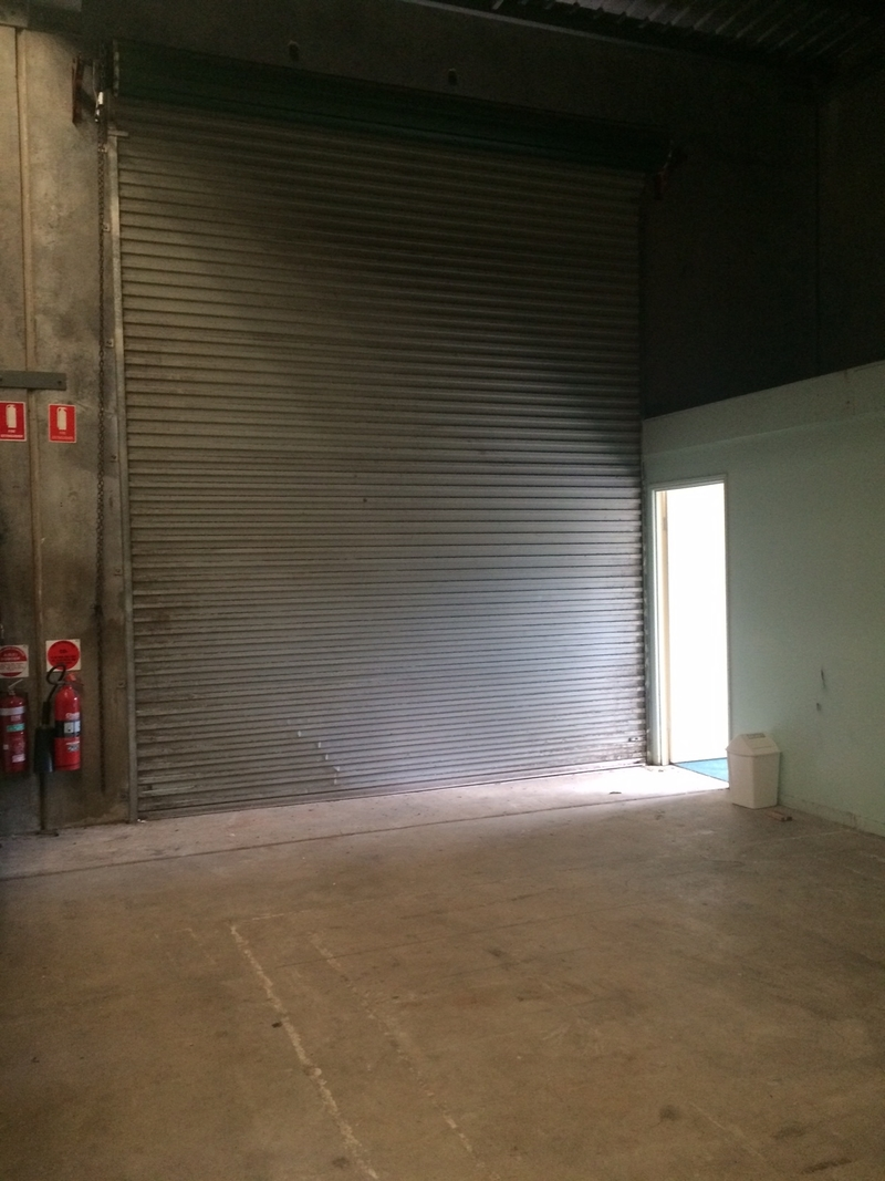 SMALL WAREHOUSE/OFFICE WITH STREET EXPOSURE PRESENCE