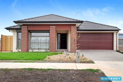 Perfectly Positioned Opposite Picturesque Parklands !