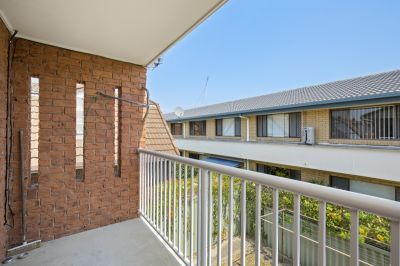 Immaculate top floor spacious apartment