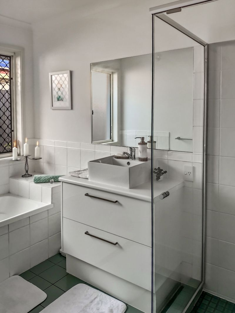For Sale By Owner: 10 Avondale Place, Little Mountain, QLD 4551