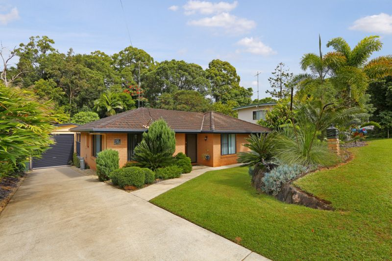 PALMWOODS COUNTRY LIFE WITH THE CONVENIENCE OF TOWN LIVING.