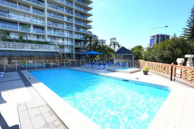 Large Spacious Unit With Ocean & Skyline Views  Walk To The Beach