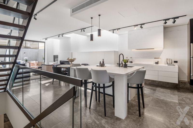 Toorak Residence with Modern Sophistication!