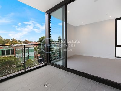 Sunny 1-Bedroom Apartment in Marrick & Co.