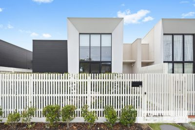 LUXURY LIVING IN SPRINGVALE CENTRAL