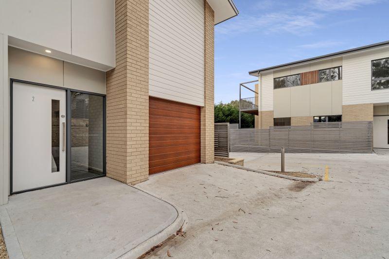 STUNNING BRAND NEW TOWNHOUSE