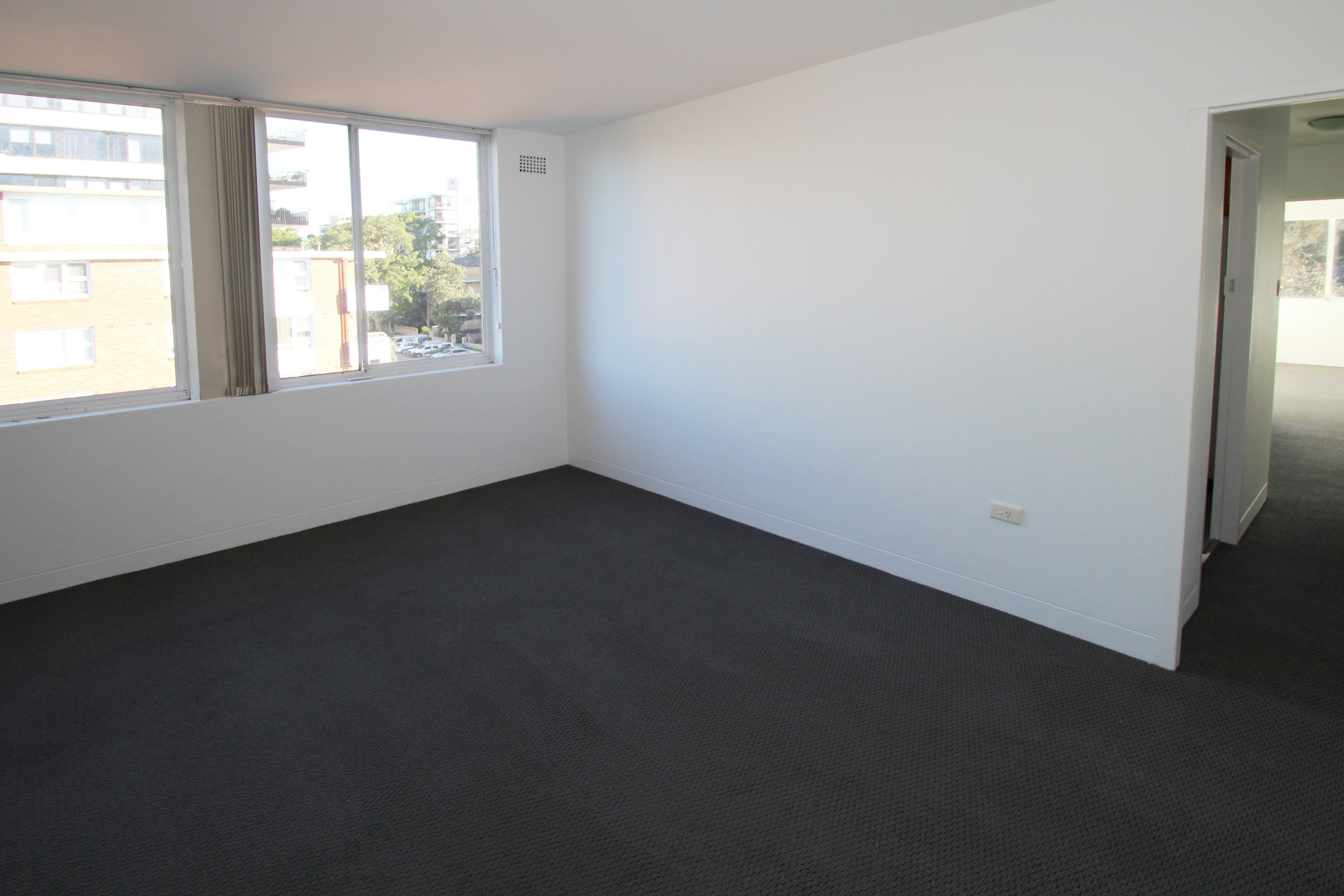 BRIGHT TWO BEDROOM APARTMENT IN THE HEART OF BONDI!