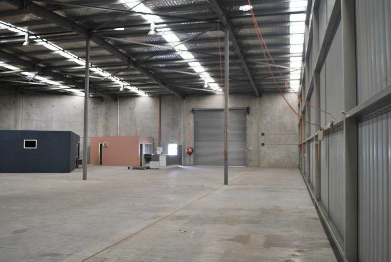 845m2* Warehouse/Office Slacks Creek