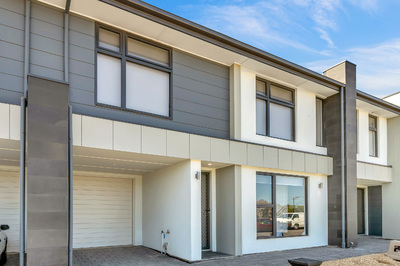 Town house - Brand New - Low maintenance