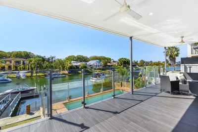 Classy Renovated Waterfront Entertainer