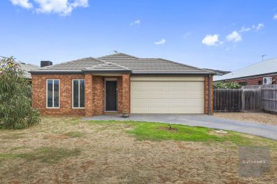 SPACIOUS FAMILY HOME ON OVER 890M2 BLOCK