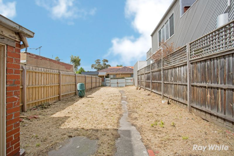 RETAIL/OFFICE  WITH DWELLING IN MALVERN EAST
