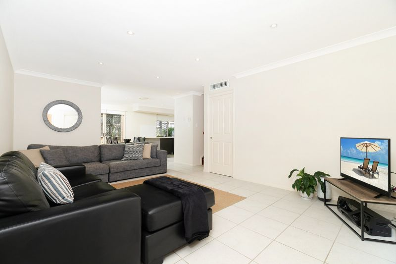 BEAUTIFULLY PRESENTED TOWNHOUSE WITH LARGE COURTYARD AREA