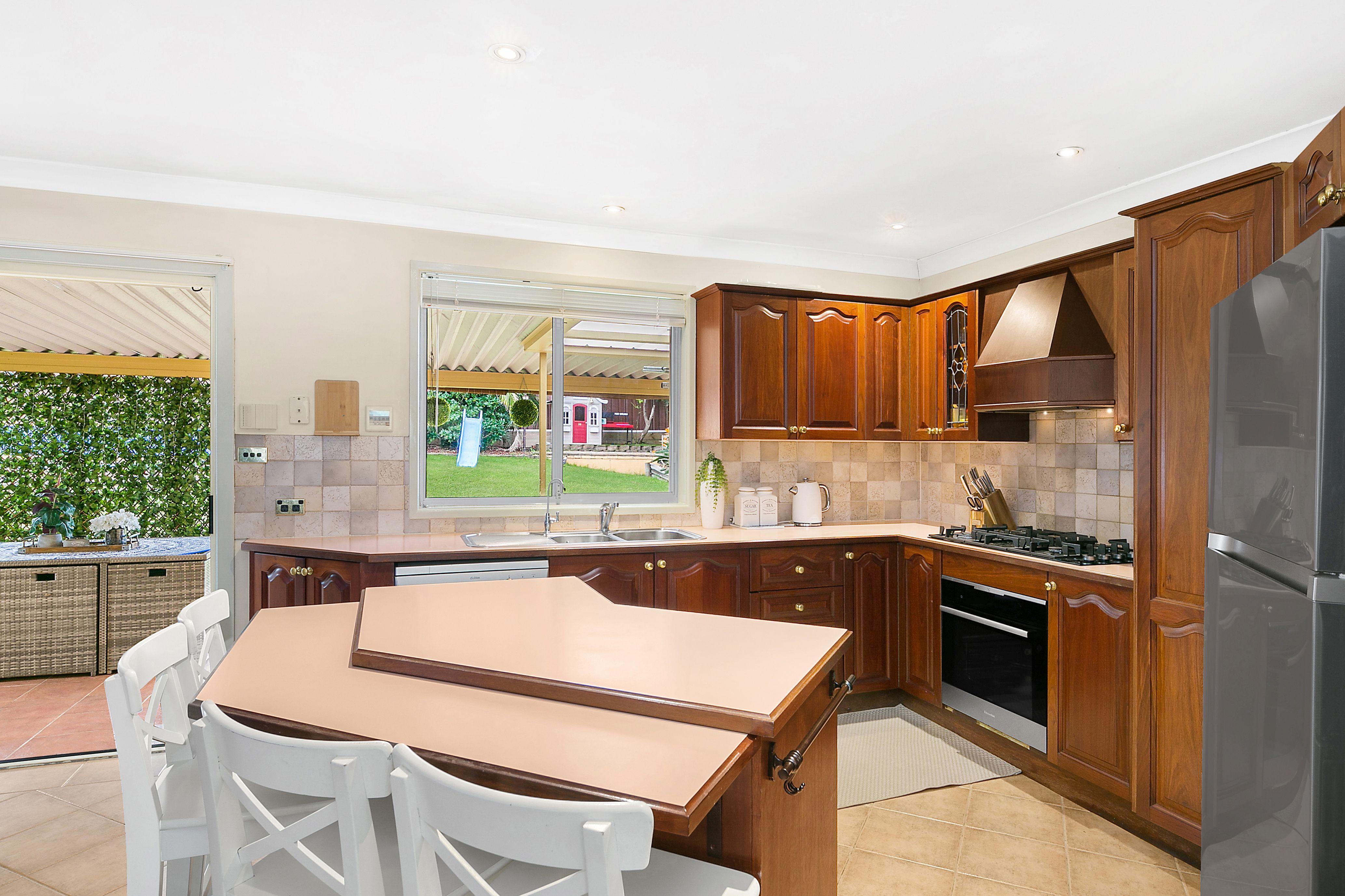 14 Binalong Avenue, Georges Hall NSW 2198