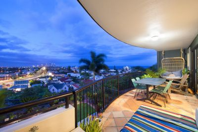 Beachside 3 Bed Apartment on Iconic Magic Mountain
