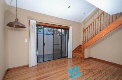 SPLIT-LEVEL ONE BEDROOM PET FRIENDLY RESIDENCE IN LEAFY PARKSIDE LOCATION
