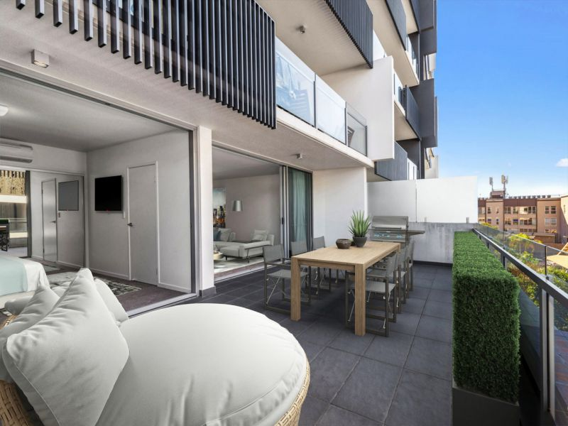Huge Balcony, Tick. Huge Living, Tick! In Teneriffe, Double Tick!>