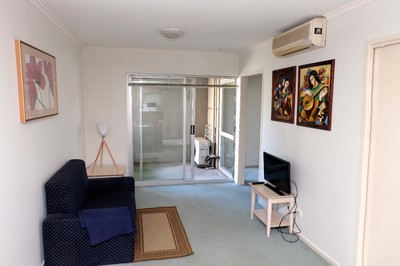 Secure and Bright Furnished 2 Bedroom, Walk to everything !