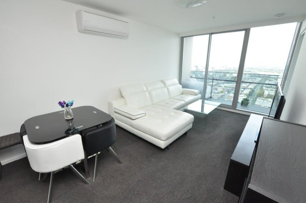 MAINPOINT: Modern & Spacious Two Bedroom, Two Bathroom Gem!