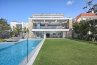 Bespoke Lifestyle Masterpiece with Iconic Harbour Views
