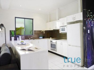 = HOLDING DEPOSIT RECEIVED = IDEALY LOCATED MODERN APARTMENT