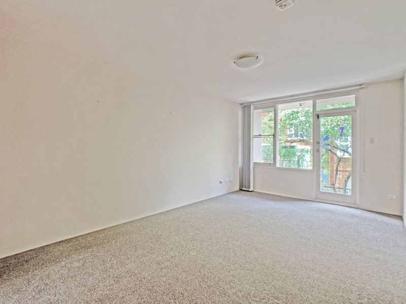 NEW CARPET THROUGHOUT + Convenient Location on the Edge of Mosman Village. Set Back from the Road in quiet block - Just a stroll To Cafes and Shops!