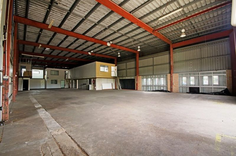 INDUSTRIAL OPPORTUNITY  -  NAMBOUR