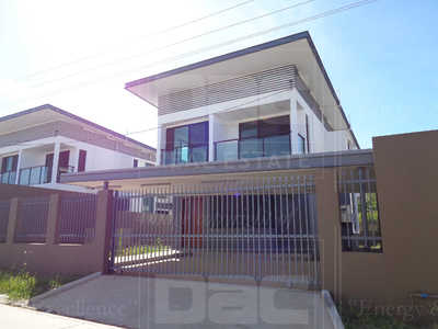 RH8M 578: Executive Townhouse for Sale