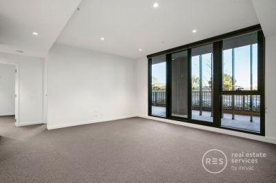 Spacious 2-bedroom, top floor apartment with extra-large 21m2 balcony