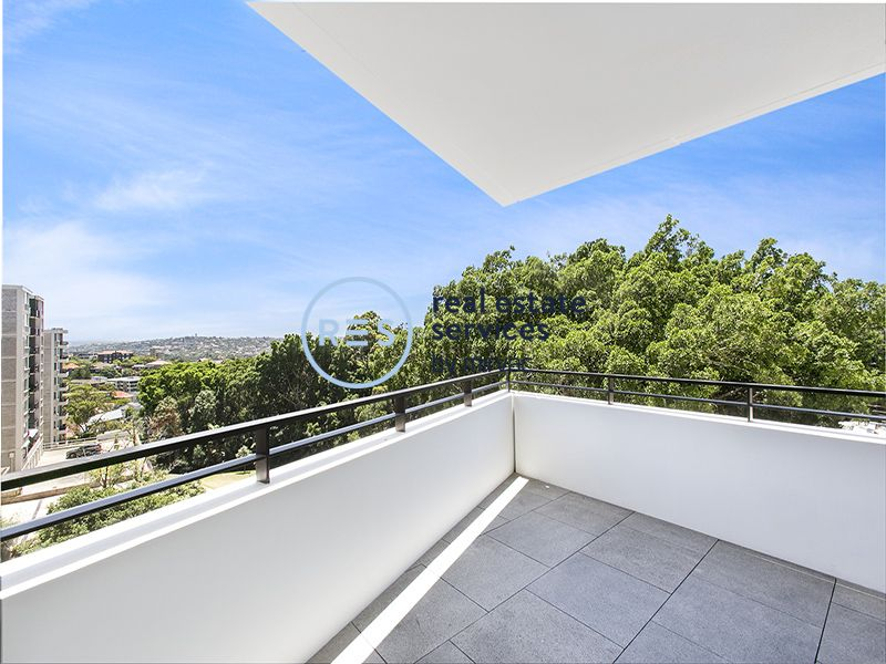 Large North-facing apartment in The Moreton