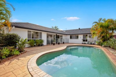 North Facing Family Home  Popular Benowa Waters