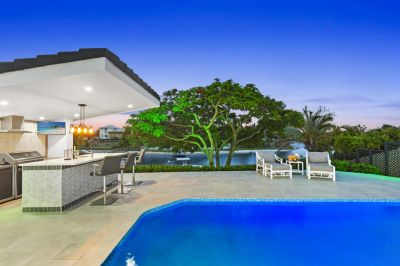 Ultimate Waterfront entertainer  Absolute Summer Stunner