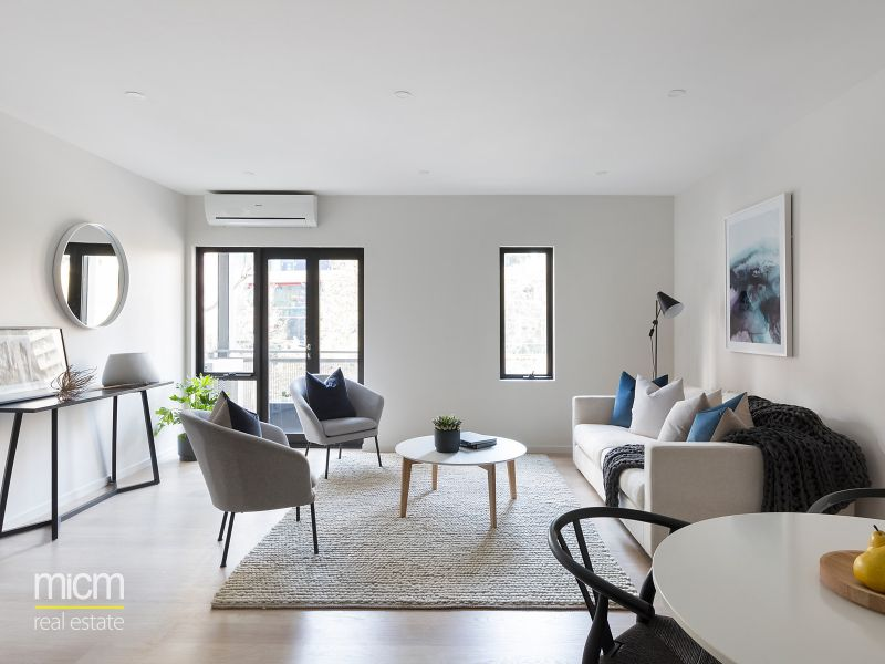 Spacious, Contemporary Interior in Perfectly Located Riverside Apartments Complex