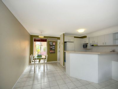 2 Storey Apartment- Walk to the Broadwater!!