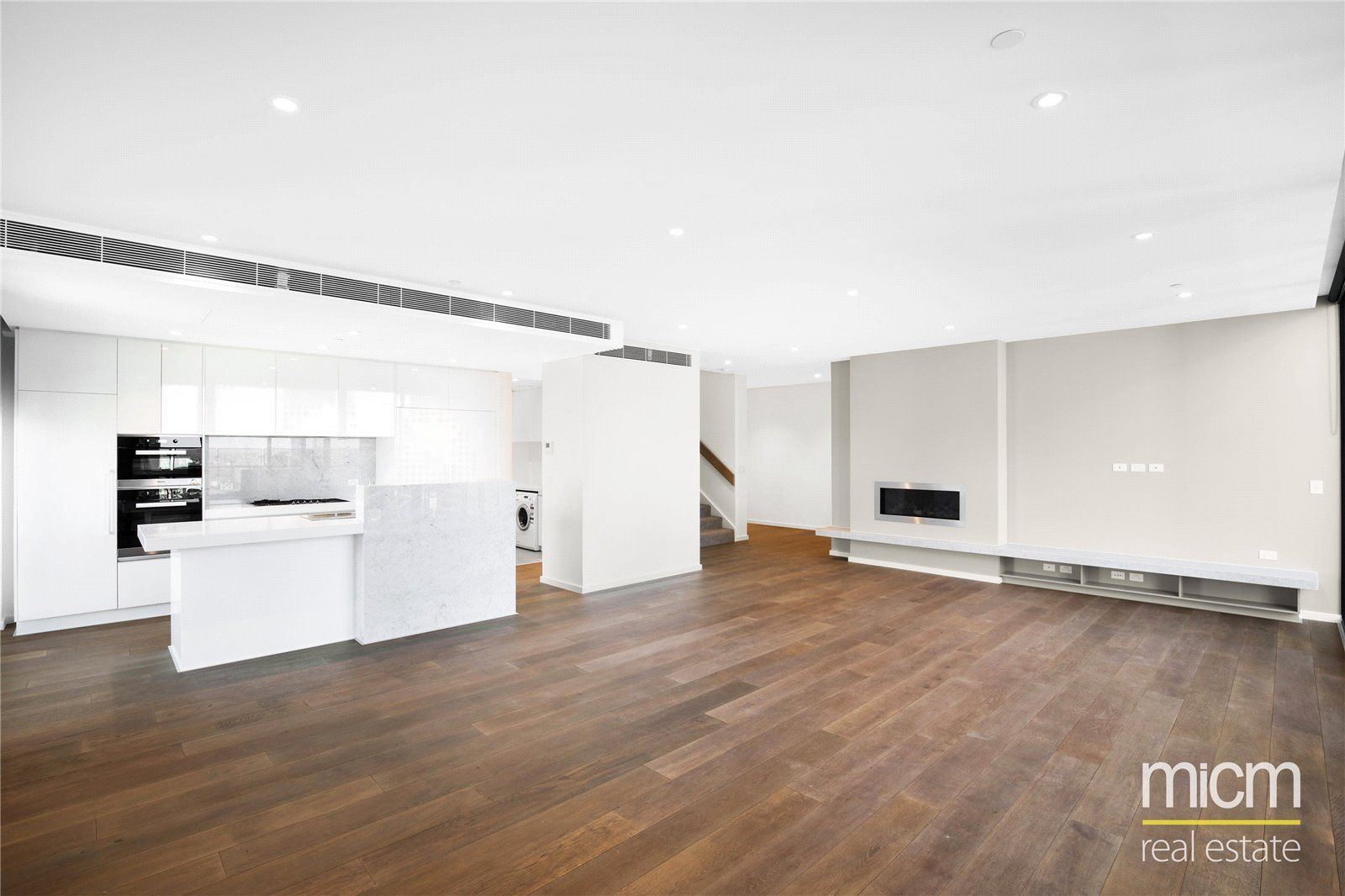 Melbourne One: 45th Floor - Remarkable Four Bedroom Penthouse with Breathtaking Views!