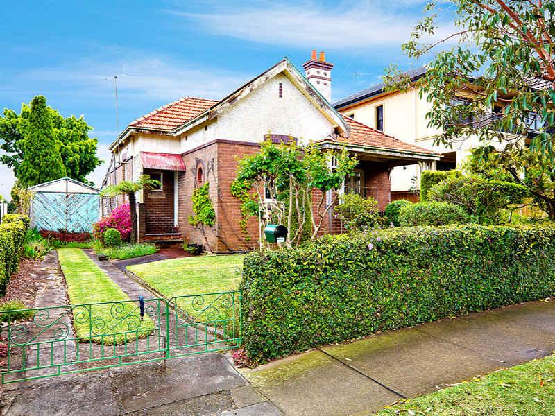 33 Kingsland Road, Strathfield