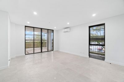 Stylish 2 Bedroom Apartment with large balcony