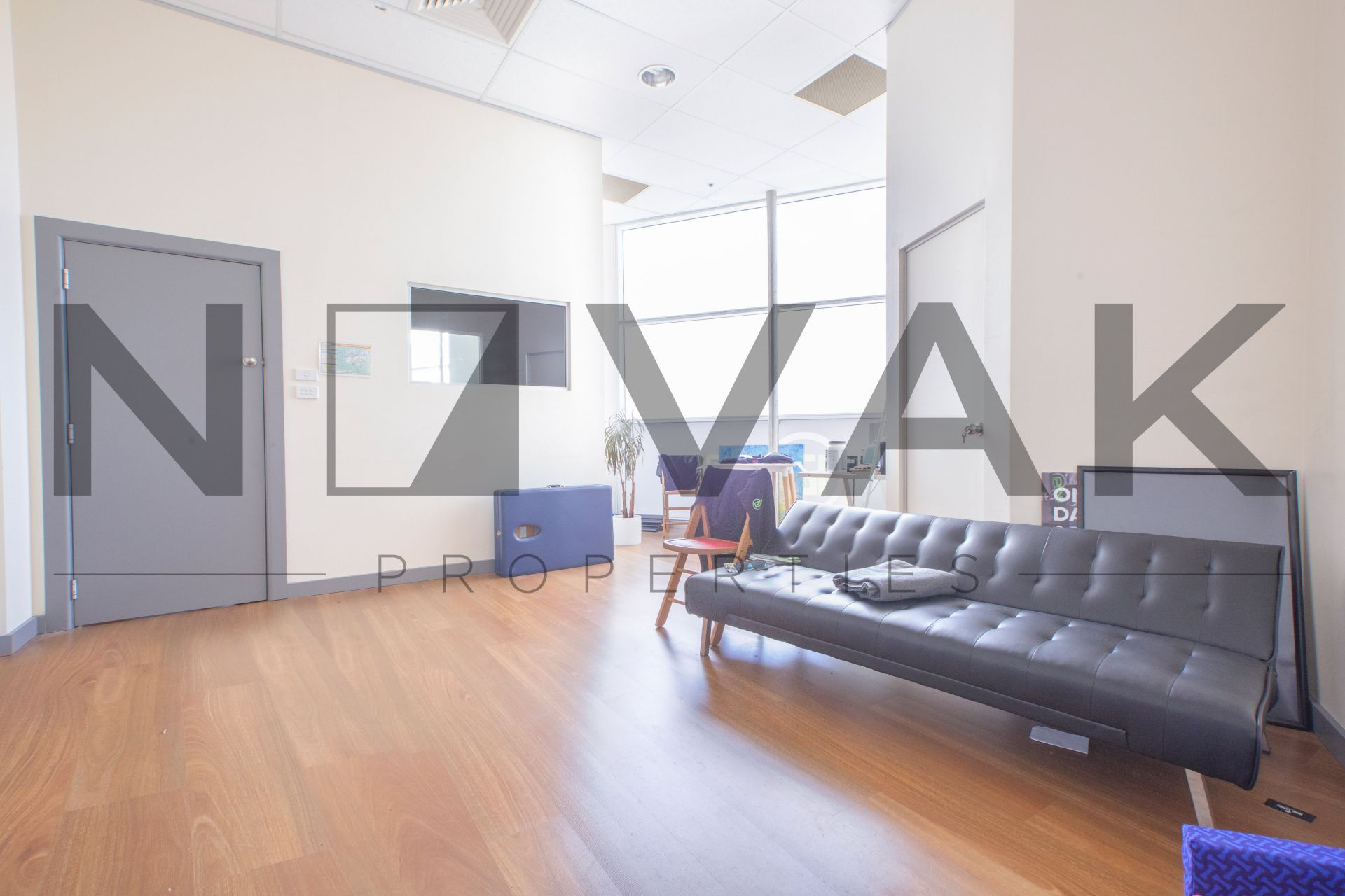 2 ROOMS IN IMMENSELY POPULAR HUB OF THE NORTHERN BEACHES