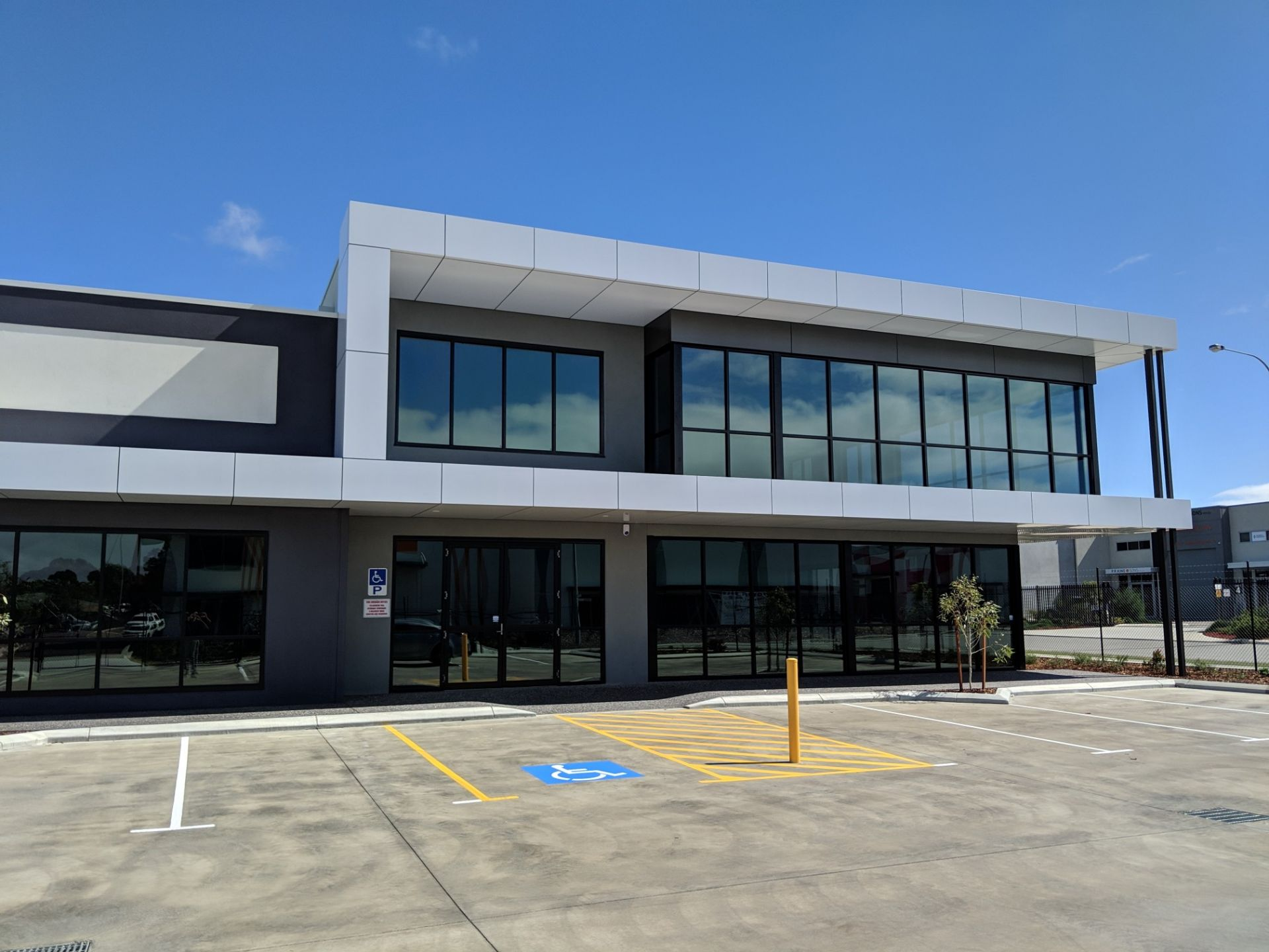 STAND ALONE OFFICE / WAREHOUSE – CORNER LOCATION WITH DUAL STREET ACCESS