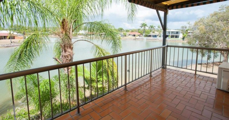MOOLOOLABA - ABSOLUTE WATERFRONT 3 BEDROOM TOWNHOUSE