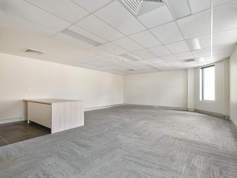 195sqm Quality Fitted Office With Parking. Short or Long Term.