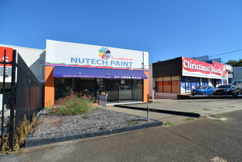 FREESTANDING SHOWROOM/ WAREHOUSE IN PRIME LOCATION - AUCTION ON-SITE - 20TH JULY 2PM