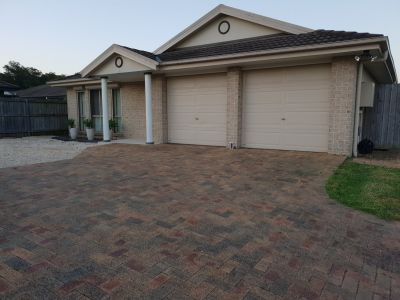4 Bedroom Family Home with Entertainers Delight!