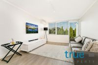 BEAUTIFULLY PRESENTED AND AFFORABLE TOP FLOOR APARTMENT